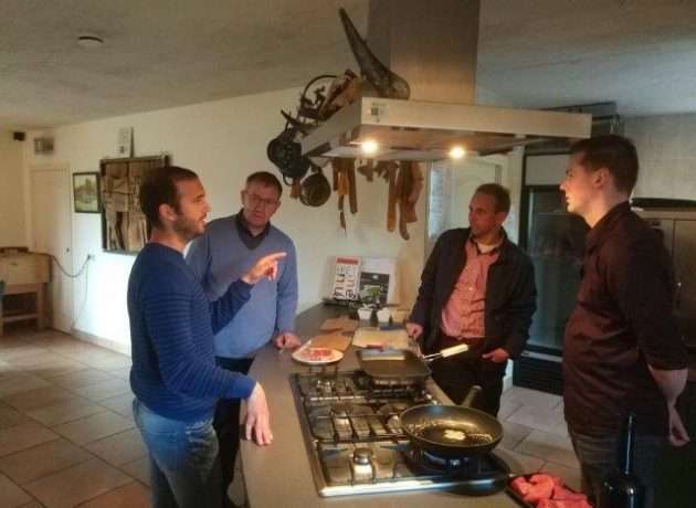 Degustación de carne en Eco Fields con expertos en carne de ternera ecológica
